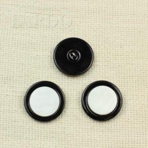 Пуговица перламутр белый с чёрным ∅ 2,7 см