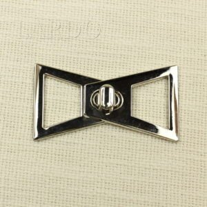 Пряжка разъёмная металл/каучук,  никель/бежевый  7,7 см х 6 см
