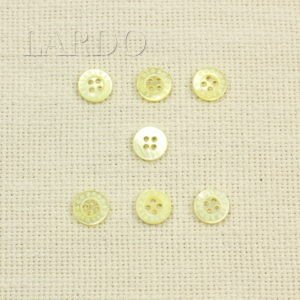 Пуговица перламутр светло-жёлтый ∅ 0,9 см