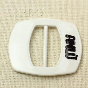 Пряжка белая пластик 7,2 см x 8,8 см