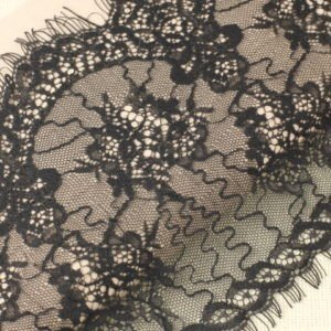 Кружево шантильи чёрное шир. 22 см