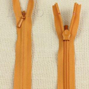 Молния ПОТАЙНАЯ YKK неразъёмная, однозамковая, 60 см, №3, тёмно-оранжевая
