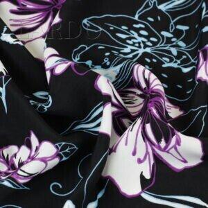 Плательная вискоза цветы на чёрном фоне