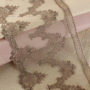 Кружево белого цвета с розовыми цветами, шир. 18 см