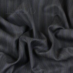 Шерсть костюмная VERGINE тёмно-серая в синюю полоску Италия Состав: шерсть 100 % Плотность ≈ 170 г/м ² Ширина 152 см