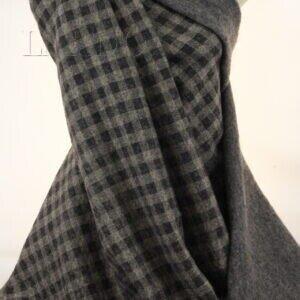 Лоден двусторонний серый меланж/чёрно-бежевая клетка  Италия  Состав: шерсть 70 %, синтетические волокна 30 %  Плотность ≈ 335 г/м ²  Ширина 150 см