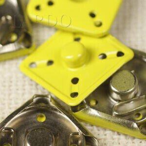Кнопка квадрат металл пришивная 2,6 см х 2,6 см никель жёлтого цвета