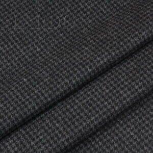 Шерсть костюмная серо-чёрная в клетку пье-де-пюль Италия Состав: шерсть 100 % Плотность ≈ 195 г/м ² Ширина 158 см
