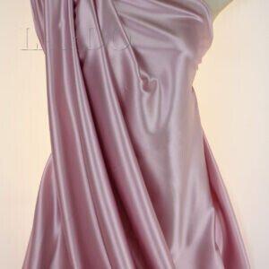 Атлас стретч шёлковый нежно-розовый Италия Состав: шёлк 95 %, эластан 5 % Плотность ≈ 70 г/м ² Ширина 112 см